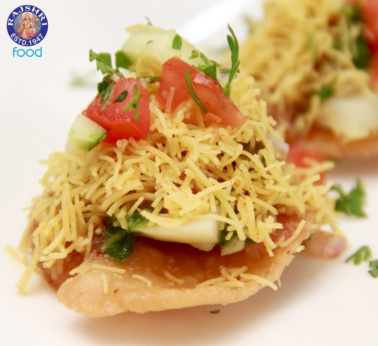 Sev puri indian canape vegetarian fast food recipe for Vegetarian canape