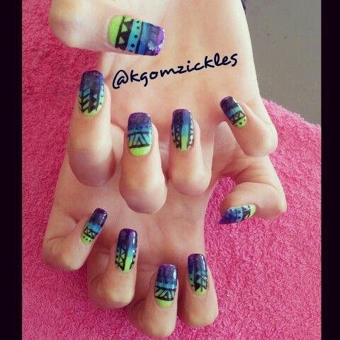 Tribal ombre nail art