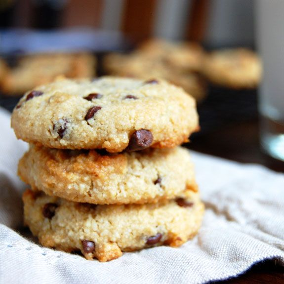 Simple Chocolate Chip Cookies- so delicious and ridiculously easy to make.