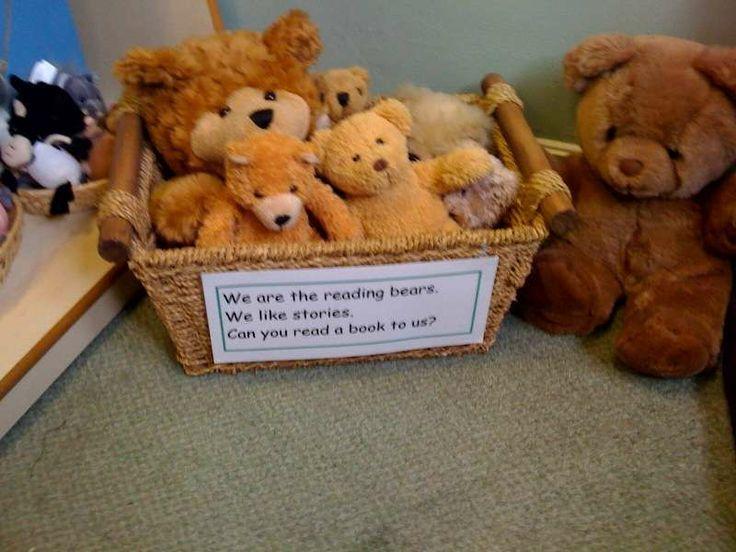 Een mandje met leesberen! Ze willen graag een verhaaltje horen, wie leest ze voor? Mooie aanvulling voor de leeshoek!