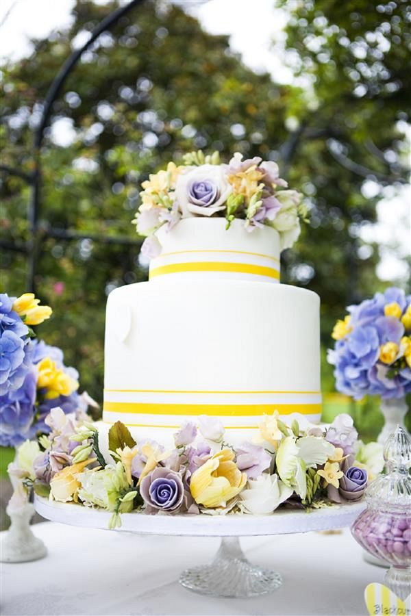 purple and yellow wedding cake ideas 1000 ideas about yellow wedding cakes on 18887
