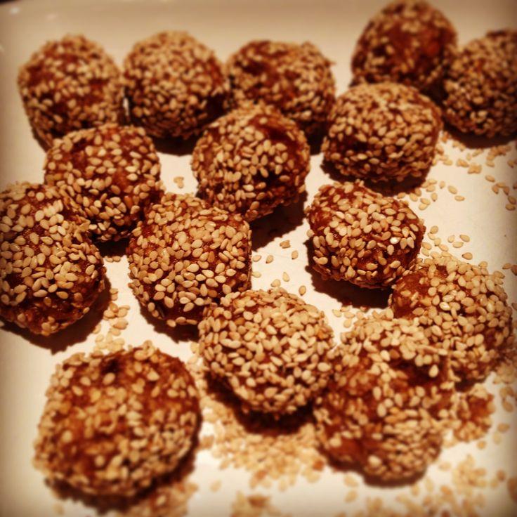 #glutenfree #dairyfree #sugarfree sweet treats #raw #vegan energy balls