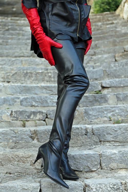 96 besten leather and thigh boots bilder auf pinterest. Black Bedroom Furniture Sets. Home Design Ideas