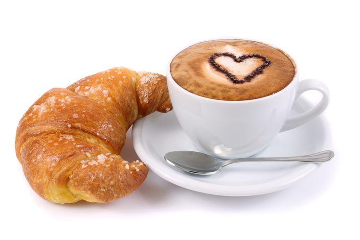 Non rinuncerei mai a...cornetto e cappuccino! La classica colazione al bar di tutti gli italiani! :-)