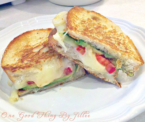 Grilled Cheese For Grownups! mmm mmm good!Adult Grilled, Chees Sandwiches, Good Things, Avocado Grilled Cheeses, Grilled Cheese Sandwiches, Grilled Cheese For Grownup, Grown Up Grilled, Avocado Tomatoes, Avocado Ideas