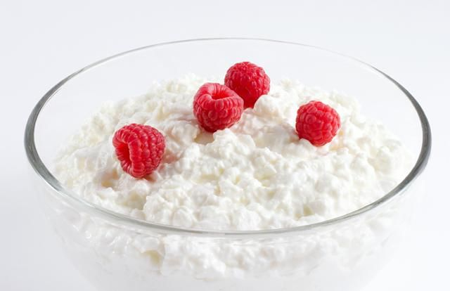 Cottage Cheese  Some might consider this a dessert, but it's also one of the best muscle-building foods you'll find. Just one cup of cottage cheese can pack 28 grams of protein. And the snack is made up of a combination of fast and slow digestion proteins, so you can stave off hunger.