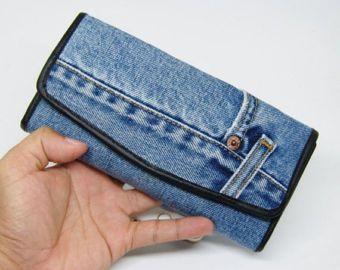 Cuando usted está buscando la billetera no es lo mismo que cualquier otra persona. Este es el que debes utilizar. Cuando se utiliza todo el mundo debe buscar y preguntó..! Una billetera con stripe diseño de pantalones vaqueros del dril de algodón bastante único. Durable, prestamos atención a cada detalle. Dril de algodón tela suave uso cómodo. Amas los jeans cartera..! bolsas de regalo ideas para hombres, mujeres, pantalones vaqueros).  Marca: TEERA Tipo de elemento: Cartera vaqueros Número…