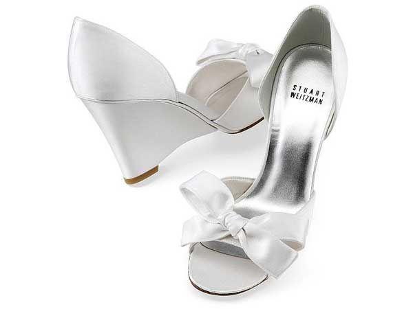 Zapato de novia de tacón corrido. Ideal para una boda en la playa