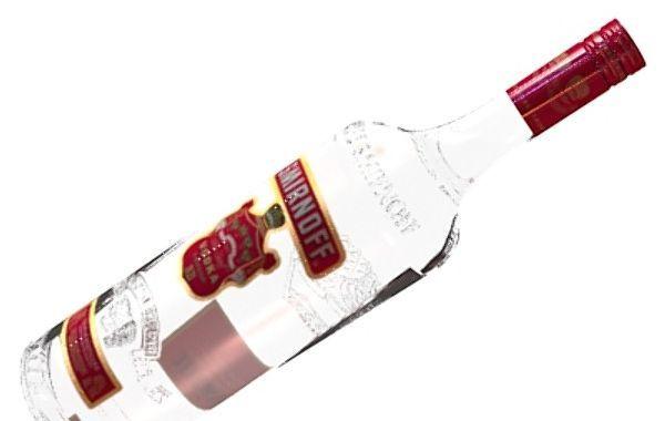 Votka nije samo rusko nacionalno piće koje je popularno širom svijeta. Ona se, zapravo, može upotrijebiti i na mnoge druge načine - uključujući čak i neke kozmetičke tretmane.       Da biste suzili pore, otarasili se prljavštine i osvježili kožu, koristite čistu votku, jer ona djeluje kao ast