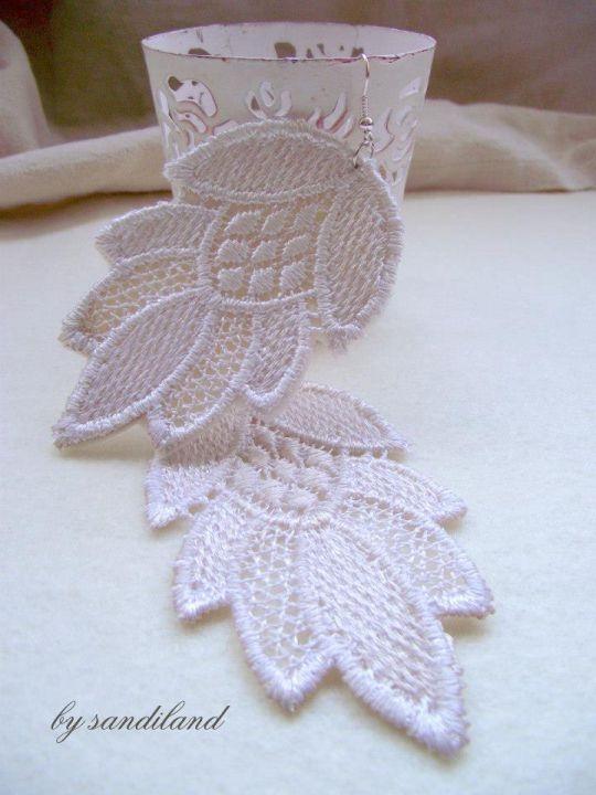 Lace earring by http://www.breslo.hu/item/Csipke-fulbevalo_1854#