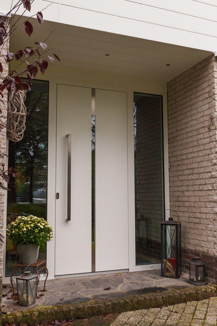 Prachtige voordeur. #voordeur #wit #creme #glas #modern