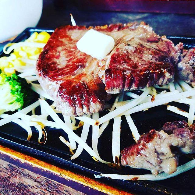 大好きな肉~~✨ステーキ✨😁 #ステーキ #肉 #お肉 #肉が美味しい #お肉屋さん #ガッツリ #がっつり #ガッツリ肉 #がっつり肉 #肉食 #にく #リブロース #リブロースステーキ #ヒレ #ヒレステーキ #たんぱく質 #たんぱく質摂取 #ご飯おかわり #おかわり自由 #スープ #白ご飯 #白ご飯に合う #美味しいね #肉大好き #お肉大好き #肉好き #ステーキ屋 #ステーキ屋さん #大分市 #10c