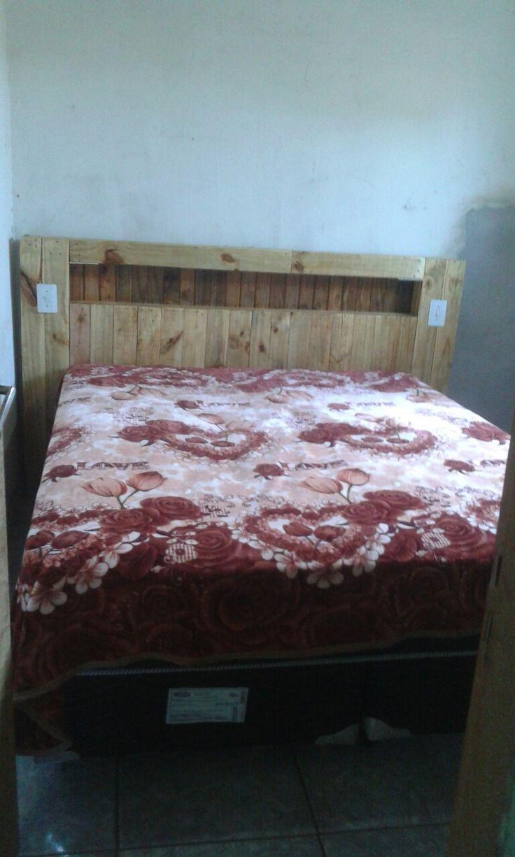 Madeira de palete reciclado prego e cola lâmpadas nas laterais feita pra cama box valor 600.00 reais