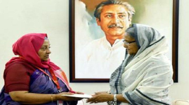 Prime Minister Sheikh Haseena extended her helping hand to the popular actress Anwara Begum as she is forced to live a miserable life after her husband's sickness