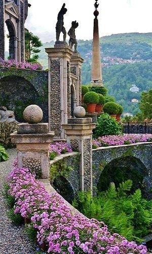 Join Sir Roy Strong, historian and garden enthusiast, on an Escorted Tour of the northern Italian lakes of Maggiore and Como. https://www.theultimatetravelcompany.co.uk/europe/italy/the-gardens-of-the-italian-lakes/