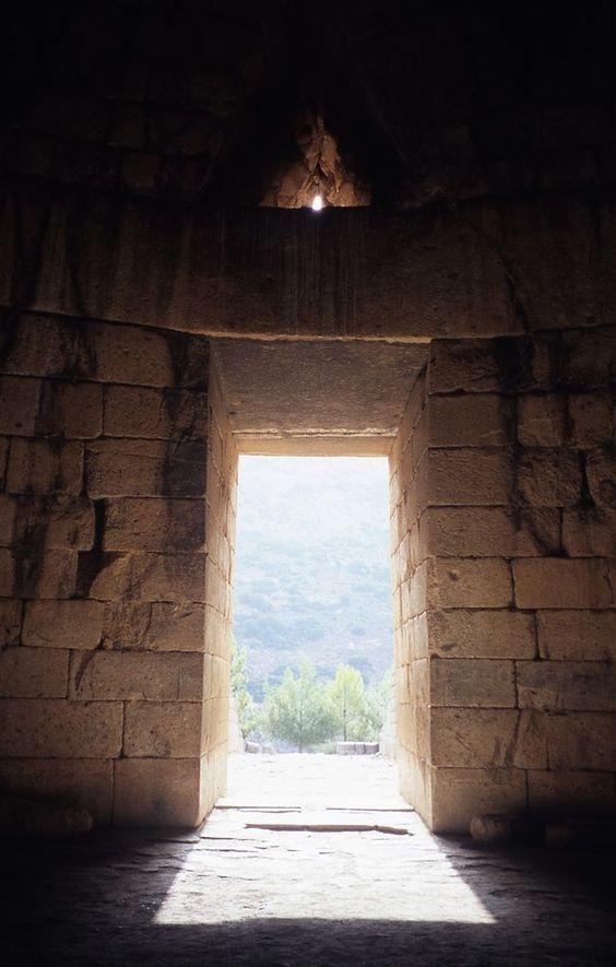 Interno della tomba a tholos di Agamennone (Tesoro di Atreo) Micene.