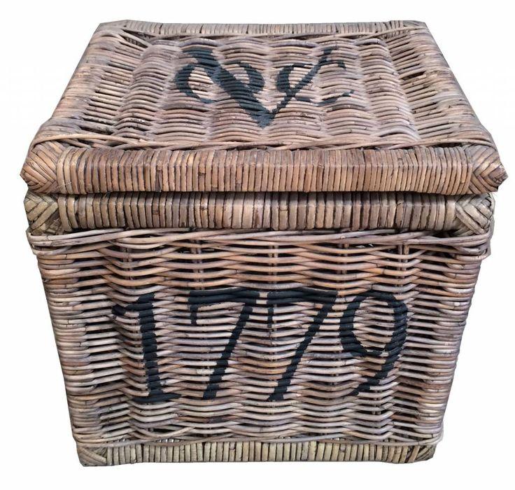 ROTAN-WOONACCESSOIRES Dit is een rotanmand uit het jaar 1779