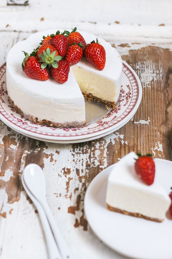 Serve this Simple and Classic Cheesecake with Fresh Strawberries for a Perfect Treat!