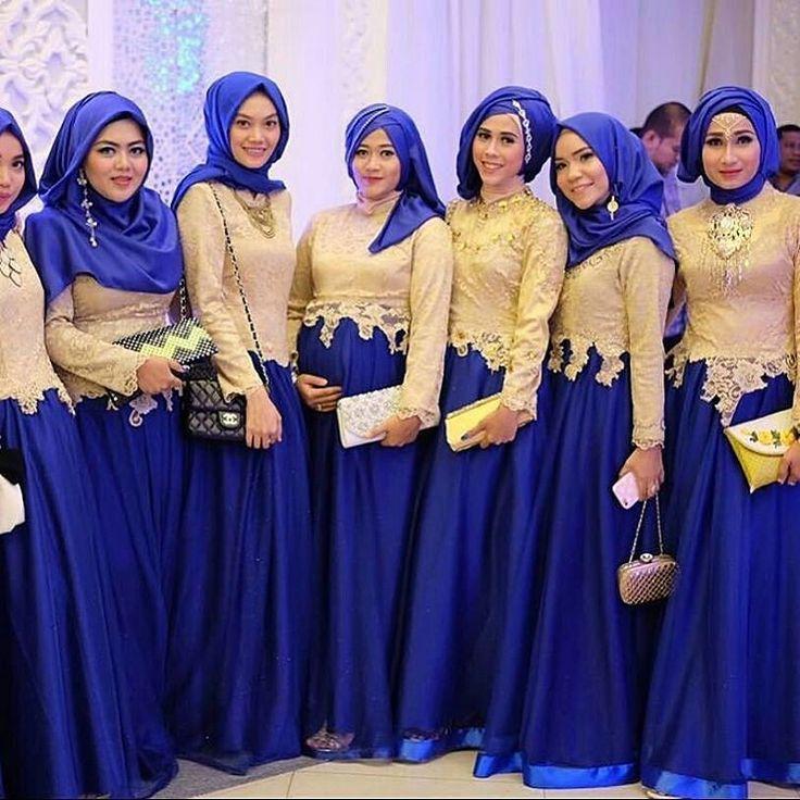 @Regrann from @muslimweddingideas -  Beautiful bridesmaids in gold and blue…