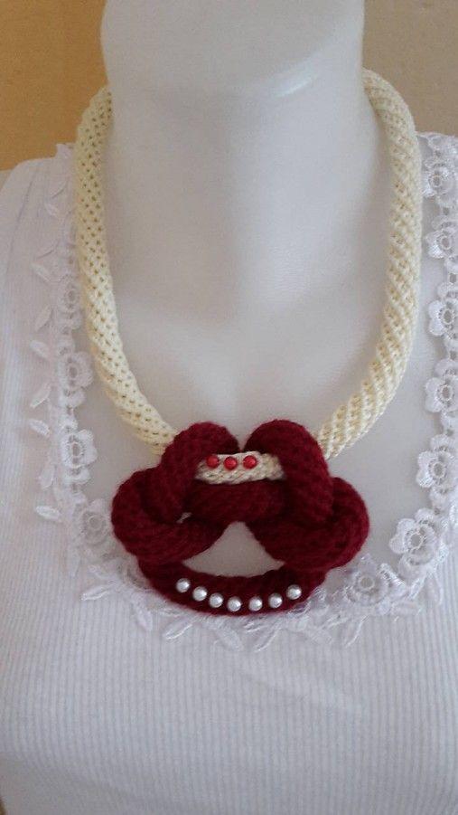 ElinorHandmade / Náhrdelník s červeným uzlíkom