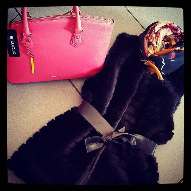 #musthave #ecopelliccia #cromia #bags #welovemoda #chic #viastatale367Olmi #Quarrata #Pistoia