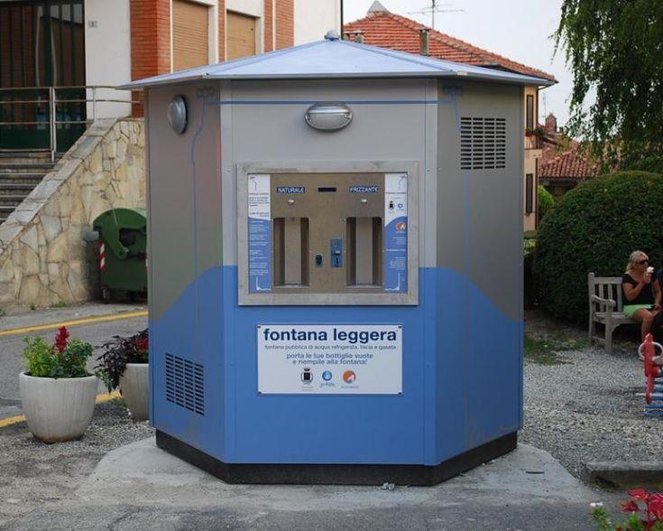 La follia delle fontane pubbliche a pagamento. A Sigillo, un paesino di 2500 abitanti che si trova in Umbria, hanno installato un distributore automatico d'acqua a pagamento,  nonostante, a non più di 200 metri di distanza, esista unìaltra fontanella pubblica, che distribuisce acqua del medesimo acquedotto gratis.
