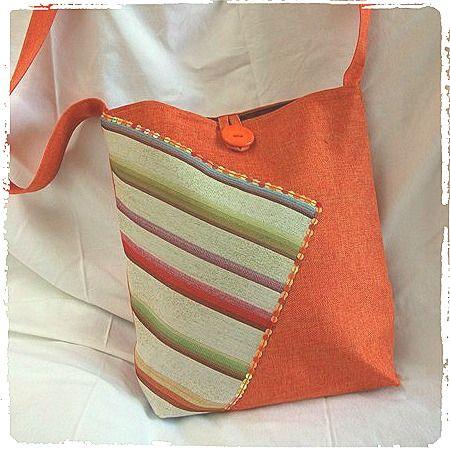 Sac bandoulière orange et rayures arc-en-ciel fait main en tissu : Sacs bandoulière par marissia