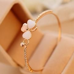 http://crazyberry.in/online-shopping/artificial-imitation-fashion-jewellery/gold-plated-clover-opal-charm-bracelet