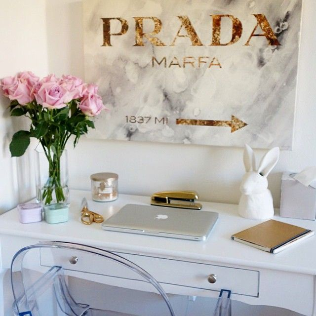 We love this office styling from @saradasht of Inspire Q's Daniella Writing Desk!