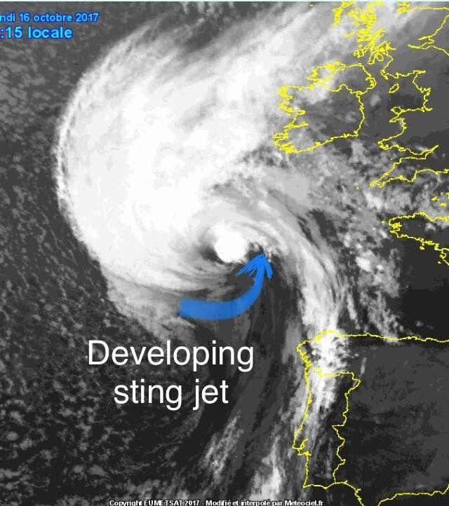 15 Oct. 2017 Latest satellite imagery indicating a probably developing sting jet on the SE side of the Ophelia which is rapidly approaching Ireland! Sting jet could result in extremely destructive winds onshore in SSW Ireland if it doesn't weaken before making landfall. Stay alert for dangerous conditions!  Source: Meteociel From: Severe Weather Europe (FB)