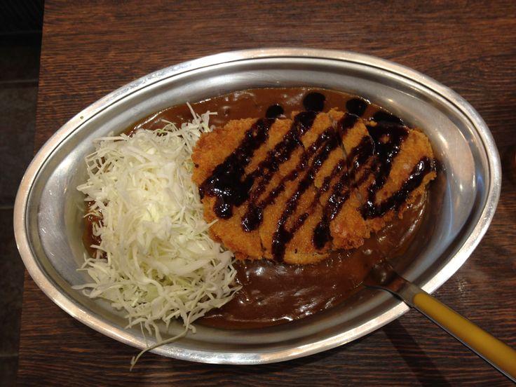 2014.08,27 石川県金沢市 ご当地名物「金沢カレー」お邪魔したのは カレーのチャンピオン 近江町店(チャンピオンカレー) 入り口で「Lカツ」を選んで店内へ入りました、普通のカレーよりもかなり濃厚な味わいでした また食べにいきたいですね。