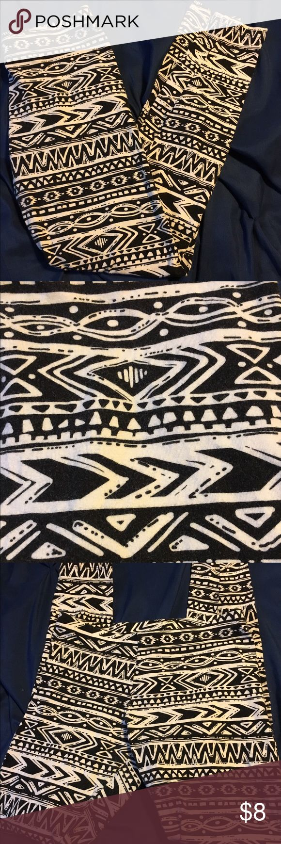 Charlotte Russe black and white tribal leggings Black and white tribal print leggings from Charlotte Russe..size large Charlotte Russe Pants Leggings
