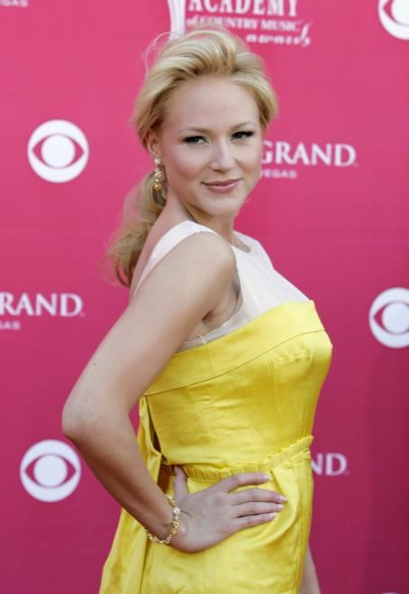 Jewel Kilcher - Jewel Poses As She Arrives At The 43 Annual Academy Of Country Music Awards May 18 2008