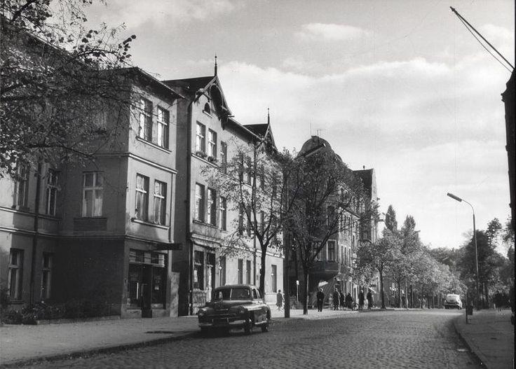 Zdjęcie numer 13 w galerii - Gazowe latarnie, brydż na plaży, warszawy na ulicach - Sopot w latach 50. i 60. [ZDJĘCIA]