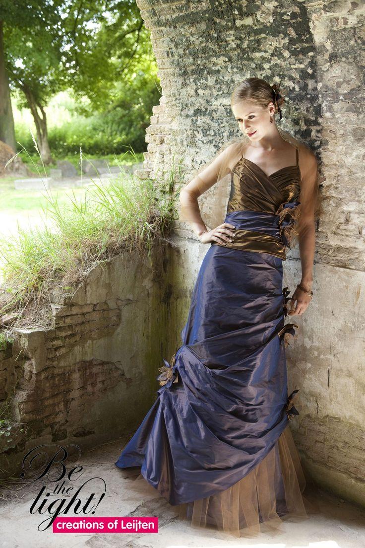 864 - Gekleurde bruidsmode - Bruidscollecties - Bruidshuis Elly