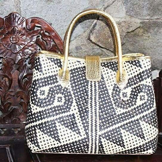 Indonesian fashionable ethnic bags Handmade,made by order Price pm or whatsapp Whatsapp +6281310037425 #tasanyamanrotan #decoupage #tasanyam #kulit #tasrotan #decoupageart #decoupagelovers #beg #bags #handbags #rhabagstasdecoupage #kalimantan #borneo #dayak #rattanbags #rattan #rotan #fashionable #fashion #indonesia #decoupaged #tasdecoupage #decoupagematerial 