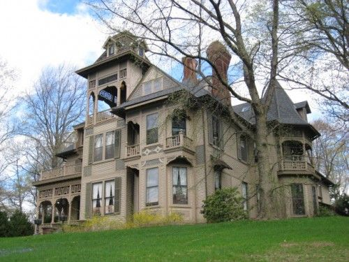 Another deliciously creepy home. The McFadden Mansion, built in the 1880s. The grey-brown paint job and Gothic detailing isn't helping this Addams Family house, but it's the taxidermy-laden interiors that really cause a fright.