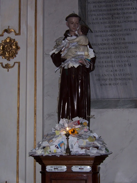 """prayer-covered statue of St. Anthony at Santa Maria in Trastevere, Rome, photographed by """"a perfect gray"""" blogger (www.aperfectgray.com)"""
