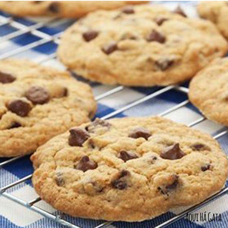 Cookies Choco Fibras - Cookies Choco Fibras, rica em fibras, a aveia é um optimo cereal para ajudar a controlar a fome, bem como para manter o intestino em funcionamento. Muito simples de fazer e saborosas estas bolachinhas são ideais para o pequeno almoço ou lanche. Para os apreciadores de café são uma verdadeira tentação quando demolhadas. Prove e veja se resiste…