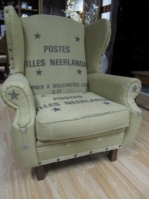 Postzakken fauteuil geheel opnieuw gestoffeerd. Oale Bakkerij Geerdijk