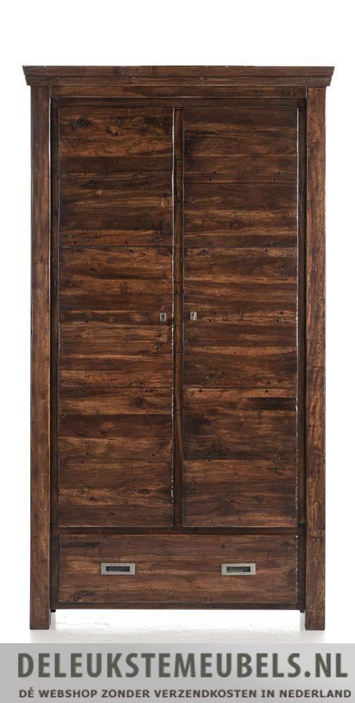 Bergkast Cape Cod van het merk Henders & Hazel. Een smaakvolle bergkast gemaakt van acacia hout in de kleur old antique. Deze kast heeft twee deuren met daarachter verschillende planken en één lade. De handgrepen zijn van donker grijs oud metaal gemaakt wat helemaal in de stijl van deze kast past. Snel leverbaar!  http://www.deleukstemeubels.nl/nl/cape-cod-bergkast/g6/p95/