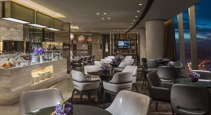 Роскошный 5-звездочный отель Four Seasons Guangzhou расположен в центре города. К услугам гостей крытый бассейн, 7 ресторанов и гидромассажные ванны.