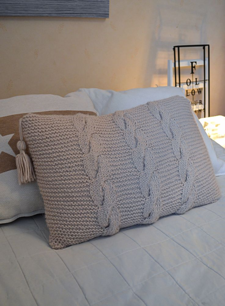knitted pillowcase... love the plaits!