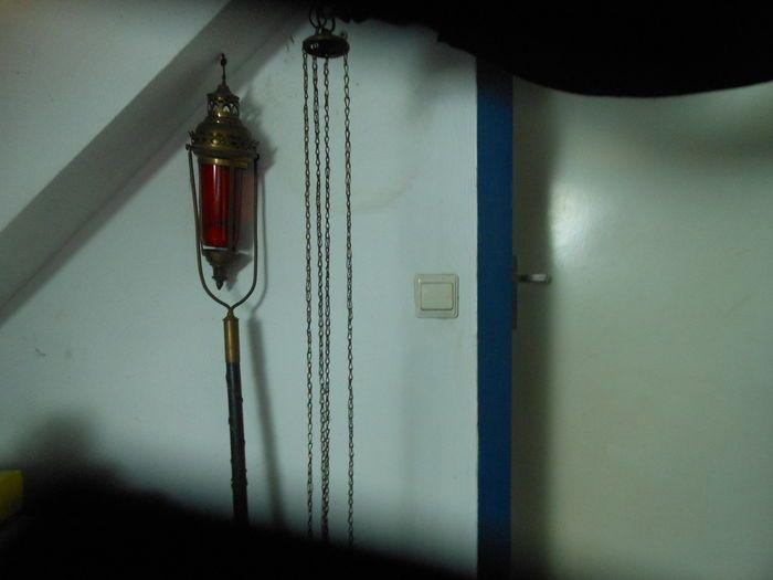 Online veilinghuis Catawiki: Processie lamp, wierook houder, kandelaar met doop kaars, materiaal koper/brons