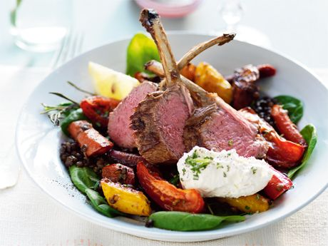 Rack of lamb with salad and chèvre cream