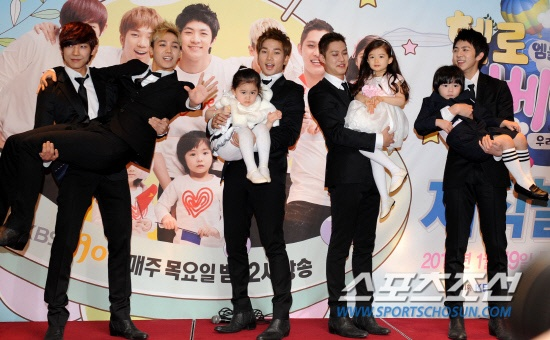 Mblaq appas with their kids. Yes Mir is Joon's son. jk. This picture really describes how this season of Hello Baby played out.