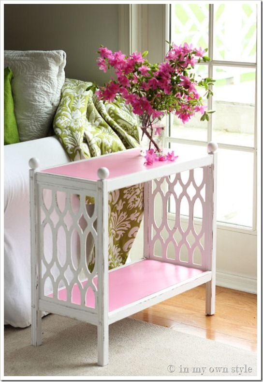 accent table makeover - its all about the contrast of color!  Indoor/Outdoor
