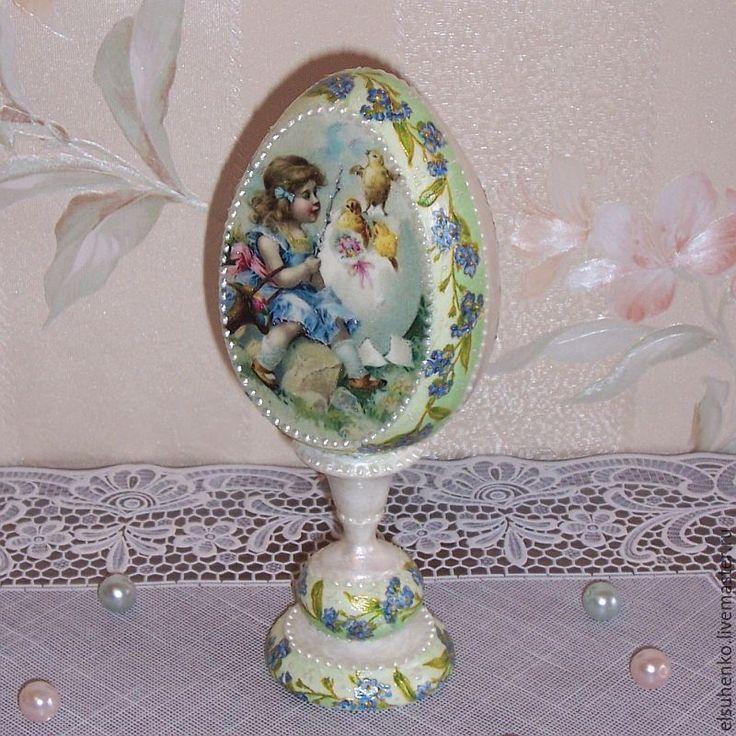Купить или заказать Пасхальное яйцо 'Девочка с цыплятами' в интернет-магазине на Ярмарке Мастеров.