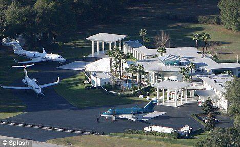This House Of John Travolta And Kelly Travolta Cabela