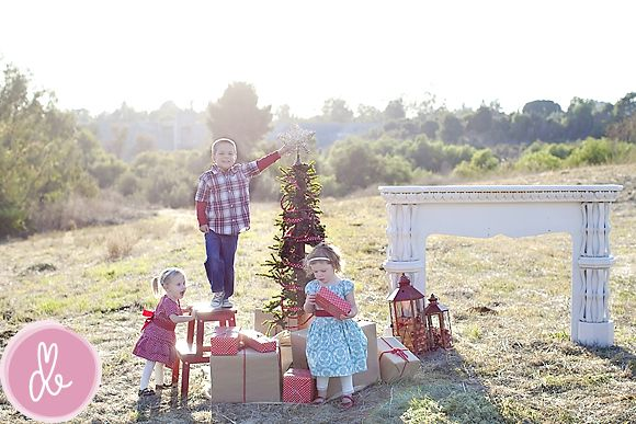 Adorable casual Christmas family photo idea - coordinate the kid's clothing so the picture matches. Take candids! Thanks http://liferearranged.com/